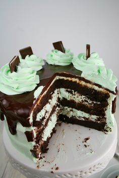 I love chocolate mint! Do you love chocolate mint? I think I've mentioned before how much I love all things mint flavored. And when you pair it with chocolate, oh my. It's the best! Even better, this cake is gluten free. I didn't even have to tell you that because you would never even know …