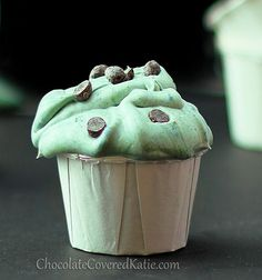 Mint Chocolate Frosting Shots can full-fat coconut milk; tsp plus tsp peppermint extract; pinch stevia or tsp powdered sugar; OPTIONAL tsp spirulina or green food coloring & mini chocolate chips) Chocolate Chip Frosting, Mint Frosting, Mint Chocolate Chips, Chocolate Covered, Healthy Frosting, Icing, Homemade Frosting, Choco Chips, Vegan Sweets
