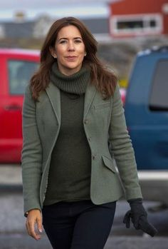Crown Princess Mary of Denmark. Copying this look.