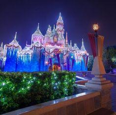 Winter at Disneyland - Anaheim, CA #Yuggler #KidsActivities #Holiday