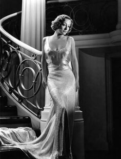 Old Hollywood Fashion: Joan Crawford Vintage Hollywood, Old Hollywood Glamour, Golden Age Of Hollywood, Classic Hollywood, Hollywood Fashion, Glamour Hollywoodien, Robes Glamour, Vintage Glamour, Vintage Beauty
