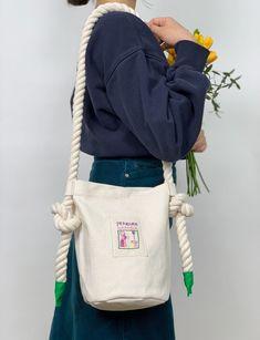 2차입고* [펜두카] 플레이그라운드백_Red,Green - onemorebag Diy Knitting Projects, Arm Knitting Yarn, Pandora Bag, Cd Design, Back Bag, Jewelry For Her, Textiles, Fashion Books, Handmade Bags