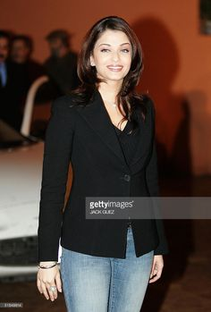 Indian actress Aishwarya Rai poses during the photo call of 'Blind and prejudice' at the edition of the International Film Festival in Marrakesh 11 December Indian Actress Hot Pics, Most Beautiful Indian Actress, Most Beautiful Women, Indian Actresses, Fashion Hub, 2000s Fashion, Teen Fashion Outfits, Fashion Pants, Aishwarya Rai Hairstyle