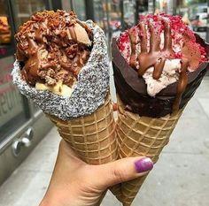 Because I'm happy when I see dessert like this 🖤* Cute Food, I Love Food, Good Food, Yummy Food, Just Desserts, Delicious Desserts, Dessert Recipes, Yummy Treats, Sweet Treats