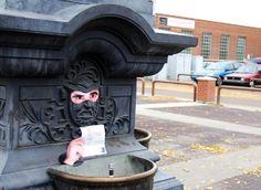 Red l'agenzia di marketing ambient adesivo goodwill guerriglia urbana halloween costume Canada 1