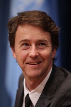 Sometimes Edward Norton looks a little like SNL's Dana Carvey to me.