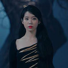 Nayeon Bias Wrecker Kpop Girl Groups, Kpop Girls, Iu Gif, Korean Drama Best, Kim Sohyun, Bts Face, Bts Korea, Imagines, Aesthetic Videos