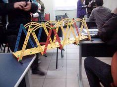 Desafio de construção de ponte em sala de aula1 Diy, Challenges, Log Projects, Bricolage, Do It Yourself, Homemade, Diys, Crafting