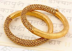 Beautiful Jewelry 15 Latest Gold Bangles in 10 Grams Gold Bangles Design, Gold Jewellery Design, Gold Jewelry, Handmade Jewellery, Fine Jewelry, Fashion Jewellery, Silver Bracelets, Indian Gold Bangles, Women's Bracelets