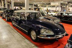 #Citroën #DS au salon Auto e Moto d'Epoca de Padoue Reportage :  http://newsdanciennes.com/2015/10/27/grand-format-auto-e-moto-depoca-a-padoue/ #ClassicCar #Vintage #Voiture #Ancienne