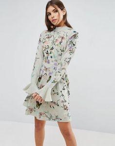 Приталенное платье мини с вышивкой и рукавами клеш ASOS