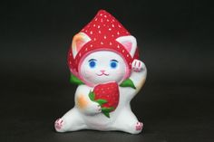 島根県浜田市/長浜人形「健康運アップのフルーツ招き猫イチゴちゃん」。