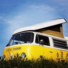 Celebratory #picnic in Little Miss Sunshine. #campervan #poptop #sunshine #hireme #classicvw