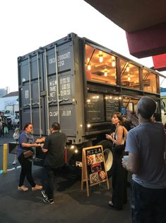 This food truck made from a shipping container. Pizza Food Truck, Food Truck Menu, Food Truck Design, Bus Restaurant, Container Restaurant, Restaurant Design, Container Coffee Shop, Container Truck, Shipping Container Conversions