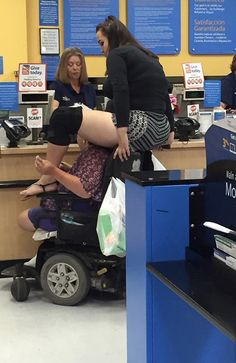 Scooter Shoulder Ride at Walmart - Funny Pictures at Walmart