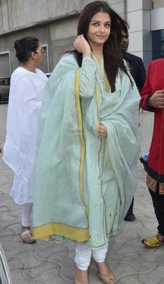 Jav Pregnant with. expectation: All eyes on Aishwarya Rai, again - Emirates Saris, Indian Dresses, Indian Outfits, New Suit Design, Salwar Kurta, Anarkali, Suits For Women, Clothes For Women, Beautiful Suit