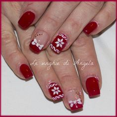 Gel nails, sweater effect and bows