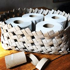 How about this BRILLIANT idea for all your empty cardboard toilet paper rolls? Recycle those cardboard cylinders, fold and weave them into a basket to store your FULL Toilet Paper Rolls in your bathroom. Toilet Roll Craft, Toilet Paper Roll Art, Rolled Paper Art, Toilet Paper Roll Crafts, Cardboard Crafts, Cardboard Tubes, Toilet Roll Basket, Cardboard Furniture, Art Furniture