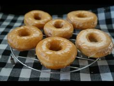 Donuts Krispy Kreme glaseados ~ Pasteles de colores
