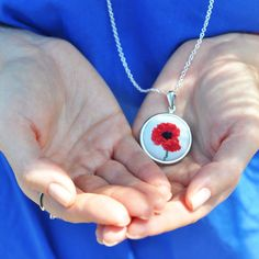 Poppy Necklace. Red Flower Necklace. Flower by TouchTheRainbow