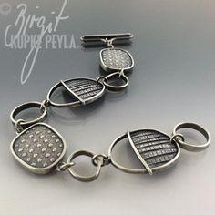 Jewelry | Jewellery | ジュエリー | Bijoux | Gioielli | Joyas | Art | Arte | Création Artistique | Precious Metals | Jewels | Settings | Textures | Bracelets - Birgit Kupke-Peyla