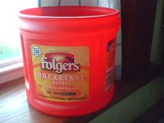 Reusing Folgers Plastic Coffee Canister: ice melt, scoop, homemade detergent container, and more. Folgers Coffee Container, Plastic Coffee Containers, Reuse Containers, Plastic Container Crafts, Diy Projects For Men, Recycled Art Projects, Upcycled Crafts, Coffee Canister, Coffee Cans