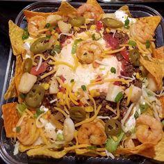 Trempette nachos aux crevettes Taco Salad Doritos, Taco Salads, Salades Taco, Shrimp Nachos, Sauce Chili, Sauce Cocktail, Cheesy Meatballs, Good Food, Yummy Food