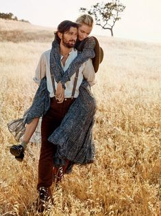 Field of Dreams-'Game of Thrones' star Michiel Huisman signs on as model, joining Valentina Zelyaeva for a story in Glamour magazine. Photo Couple, Couple Shoot, Couple Style, Couple Photography, Fashion Photography, Valentina Zelyaeva, Game Of Throne Actors, Estilo Country, Field Of Dreams
