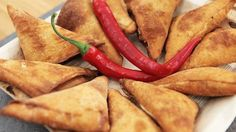 Indiske samosaer med feta og chili