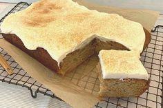 Apple and cinnamon slab cake Boiled Fruit Cake, Healthy Apple Cake, Baking Recipes, Cake Recipes, Slab Cake, Good Food, Yummy Food, Biscuit Cake, Sweet Recipes