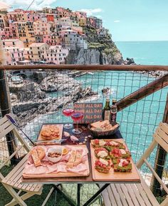 Cinque Terre (Italy) features colorful houses like rainbows. It is made up of 5 small villages, with beautiful landscapes and rich, delicious cuisine. Italy Vacation, Vacation Trips, Italy Travel, Nature Living, Rainbow House, Argent Paypal, Italian Village, Brunch Spots, Places In Italy