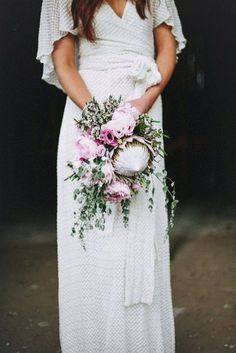 Love the combination of the pale pink bouquet and this bohemian wedding dress!