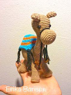 Lo schema di questo dolcissimo cammello all'uncinetto è stato realizzato da Familia De Rezende che ci ha gentilmente concesso di pubblicarlo