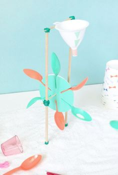 Gorgeous kids craft ideas: DIY Sand Mill Beach Toy by Handmade Charlotte. Stem Projects, Projects For Kids, Diy For Kids, Diy And Crafts, Crafts For Kids, Beach Toys, School Holidays, Science For Kids, Handmade Toys