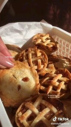 Fun Baking Recipes, Snack Recipes, Cooking Recipes, Easy Cooking, Food Cravings, Food Videos, Love Food, Food To Make, Food Porn