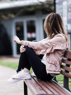 Barbie shoes Bomber rose à volants Zara - Blouse lacée Ba&sh - Sac seau Parfois - Baskets Classic C85 Diamond roses - Jean slim Zara - Bijoux By Opaline Zara frilled pink bomber jacket - Ba&sh laced up blouse - Parfois bag - Reebok Classic C85 Diamond pink sneakers - Zara slim jeans - By Opaline jewels Look outfit tenue style mode fashion femme woman 2017