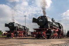 023 042-5 und 023 058-1 sonnen sich unter Dampf im Bw Heilbronn.  023 042-5 and 023 058-1 sunbathing under steam at the Heilbronn depot.