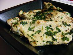Bife de peru grelhado com salsa e alho