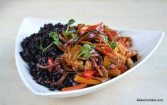 Legume sotate la tigaie în stil asiatic - stir fry de legume chinezești la wok cu sos de soia, ghimbir și usturoi | Savori Urbane Japchae, Ribs, Broccoli, Chili, Make It Yourself, Ethnic Recipes, Wok, Funny Texts, Chile