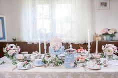 #tischdeko #vintage Wild-romantische Almhütten Hochzeit | Hochzeitsblog - The Little Wedding Corner