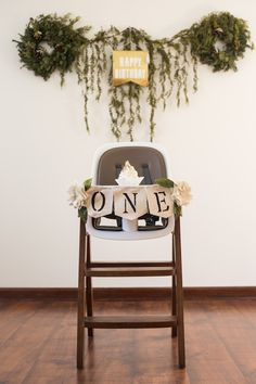 First Birthday Party decor, high chair banner, wall decoration, minimalist, woodland, greenery, gold glitter, boy party, girl party, gender neutral party  http://www.alisharaquelphotography.com/single-post/2017/02/06/Arlos-First-Birthday-Party