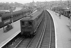 Dartford Railway Station Southern Trains, Southern Railways, Electric Train, British Rail, Electric Locomotive, Bon Jovi, Old Pictures, Railroad Tracks, Emu