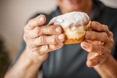 Babciny sekret pączków. Rodzinny przepis sprawdzony od 60 lat. Proporcje idealne Apple Pie Bars, Polish Recipes, Polish Food, Churros, Sweet Life, Donuts, Ale, Cooking, Clouds
