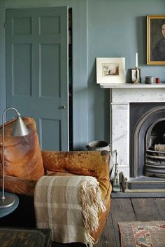 greige: interior design ideas and inspiration for the transitional home : Blue walls. Interior Bohemio, Living Room Designs, Living Spaces, Oval Room Blue, Blue Rooms, Interior Desing, Piece A Vivre, Living Room Inspiration, Colour Inspiration