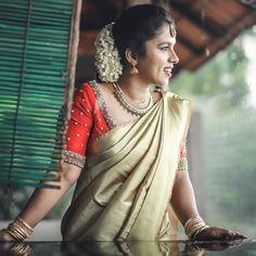 Kerala Saree Blouse Designs, Cutwork Blouse Designs, Saree Blouse Neck Designs, Bridal Blouse Designs, Kerala Engagement Dress, Engagement Saree, Engagement Dresses, Engagement Photos, Kerala Wedding Saree