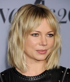 Bob Haircut For Round Face, Round Face Haircuts, Bob Haircuts, Round Face Bob, Michelle Williams Hair, Round Face Celebrities, Short Hair Cuts, Short Hair Styles, Stacked Bob Hairstyles