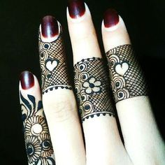 These simple and easy mehndi designs are very popular among the young girls. There are numerous designs for the girls to adapt easily. Simple patterns can be applied on any formal and informal occasions. Henna Hand Designs, Eid Mehndi Designs, Finger Mehndi Designs Arabic, Finger Mehndi Style, Mehndi Designs For Beginners, Mehndi Design Photos, Mehndi Designs For Fingers, Beautiful Mehndi Design, Latest Mehndi Designs