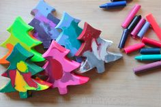 DIY Christmas Tree Crayons: Great gifts for school children and fun stocking stuffers.