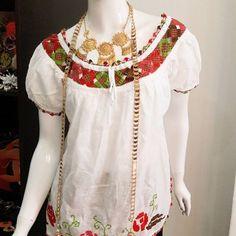 VENDIDA Hermosa...simplemente #hermosa #camisola con #mundillo #pepiado cosida totalmente #amano Talla L