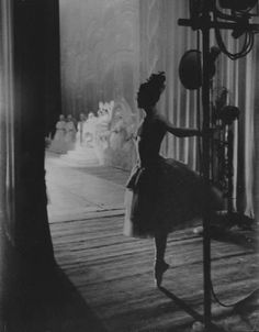A ballerina backstage. Photo: Lee Balterman, noted for his photographs of the ballet. Dance Like No One Is Watching, Just Dance, Ballet Art, Dance Ballet, Artwork Display, Ballet Photography, Ballet Beautiful, Dance Art, Dance The Night Away